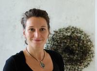 Katja Droste-Zingone - Abstrakte Kalligraphie und Plastische Leinwand