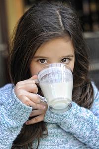 Schadet Milch bei einer Erkältung?