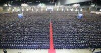 Mehr als 100.000 Absolventen feierten die größte Abschlussfeier der Menschheitsgeschichte