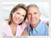 Wie können die verlorenen Zähne mit Zahnimplantaten ersetzt werden?