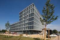 Energiekonzept der TechBase begeistert Regensburgs Umweltbürgermeister Jürgen Huber