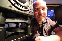 Musikproduzent Philippe van Eecke nutzt IsoAcoustics-Lautsprecherstative mit akustischer Entkopplung