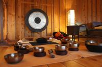 Klangmassage, Trommel und Pianomusik - Klangreisen in der Sauna